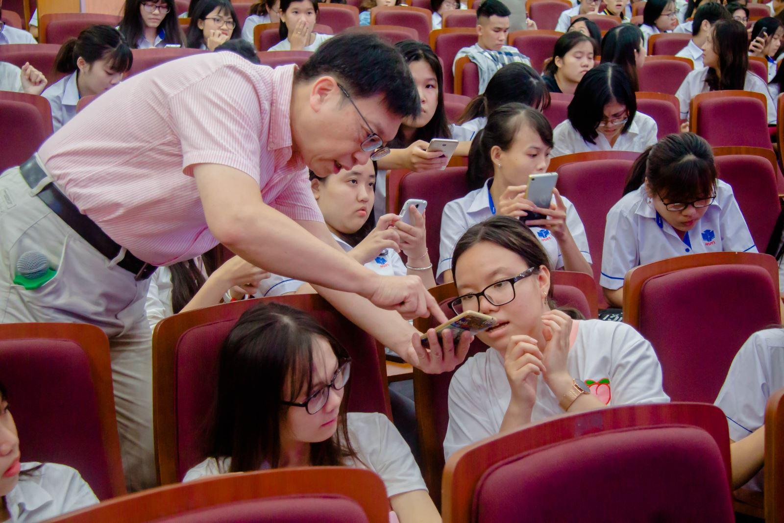 HUFI phối hợp với Meiho giới thiệu hình thức học tập và triển khai giảng dạy e-learning cho sinh viên các chương trình có yếu tố nước ngoài tại Trường.
