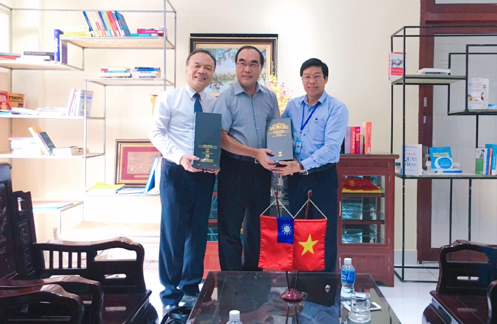 Hiệu trưởng Trường Đại học Công nghiệp Thực phẩm TP. Hồ Chí Minh tiếp Chủ tịch Hội đồng quản trị và Hiệu trưởng Trường Đại học Mỹ Hòa (Đài Loan)