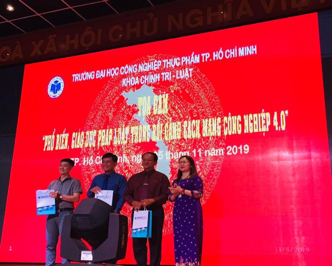 Chuỗi hoạt động tuyên truyền hưởng ứng Ngày Pháp luật Việt Nam của trường Đại học Công nghiệp Thực phẩm Tp.HCM.